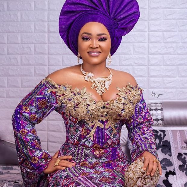 60+Superficial Latest Aso Ebi Styles For Ladies and Mummy for 2020