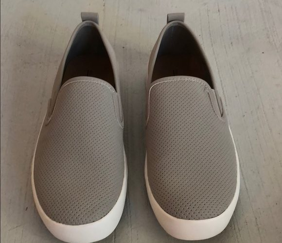 Canvas shoes slip on